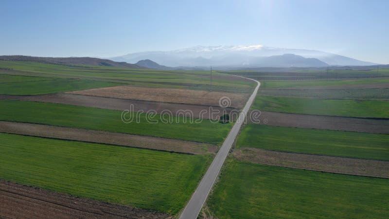 Panoramablick von Sierra Nevada von der Landschaft mit Brummenansicht stockfoto