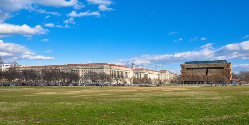 Panoramablick von Smithsonian-Nationalmuseum der Afroamerikaner-Geschichte und der Kultur (NMAAHC) Washington DC, USA stockfoto