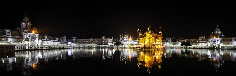 Panoramablick von Sri Harmandir Sahib nachts, goldener Tempel, Amritsar, Punjab, Indien lizenzfreies stockfoto