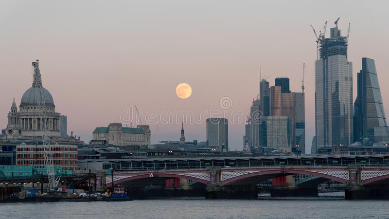 Panoramablick von Stadt London-Skylinen in Großbritannien lizenzfreies stockbild