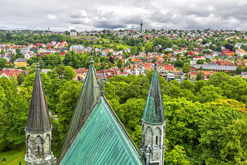 Panoramablick von Trondheim norwegen lizenzfreie stockfotos