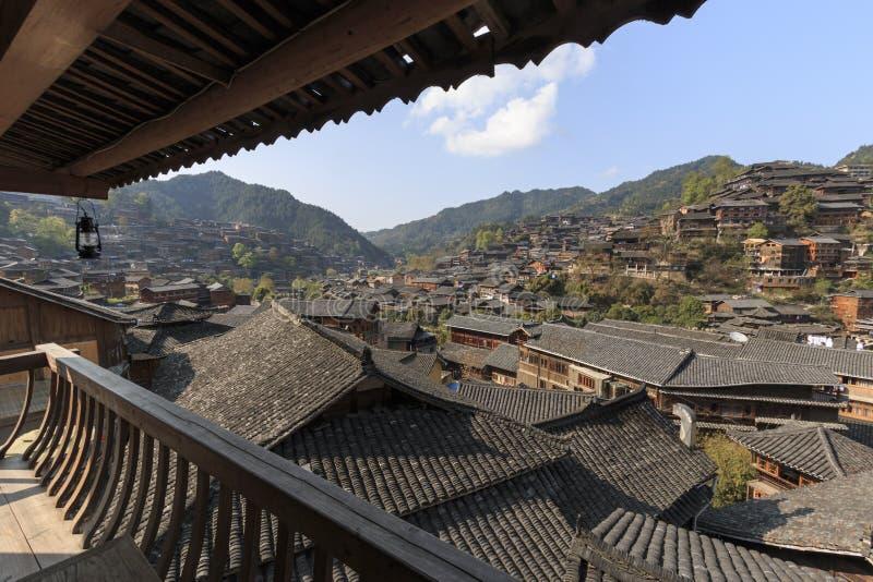 Panoramablick von Xijiang Qianhu Miao Village in Guizhou, China stockbilder