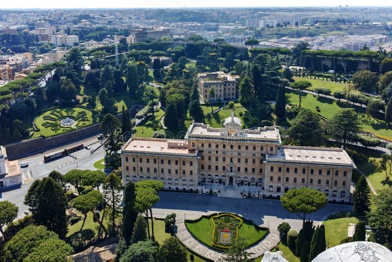 Panoramablick zu Vatikan und zur Stadt von Rom von der Haube von St Peter Basilika, lizenzfreie stockfotos