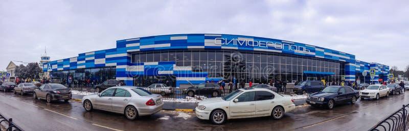 Panoramablick zum Fluggastterminal internationalen Flughafens Simferopols stockfotografie