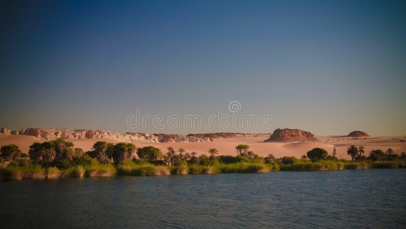 Panoramablick zur Boukkou Seegruppe Ounianga Serir Seen beim Ennedi, Tschad stockfotografie