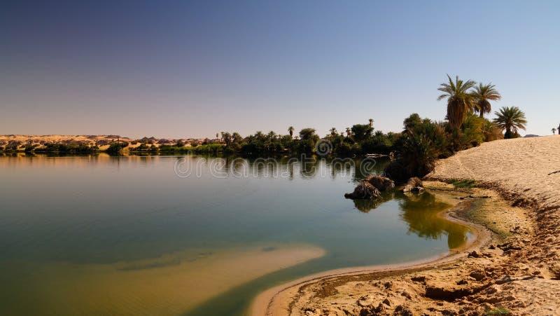 Panoramablick zur Teli Seegruppe Ounianga Serir Seen beim Ennedi, Tschad lizenzfreie stockfotos