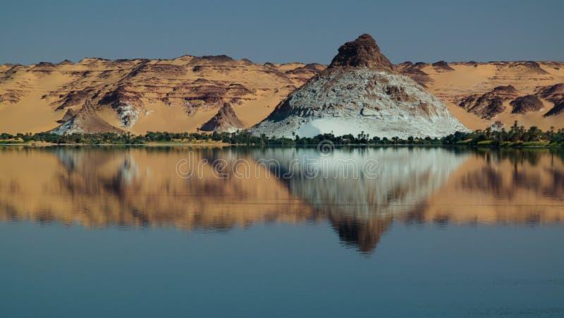 Panoramablick zur Teli Seegruppe Ounianga Serir Seen beim Ennedi, Tschad stockfotografie
