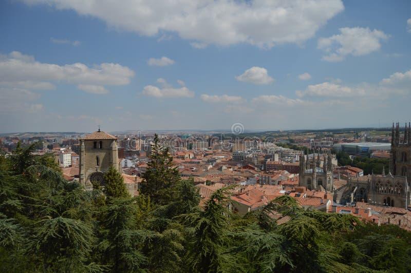 Panoramablicke der Stadt vom ruinierten mittelalterlichen Schloss in Burgos 28. August 2013 Burgos, Kastilien Leon, Spanien ferie stockbilder