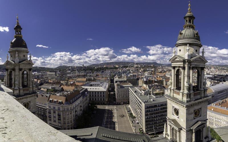Panoramablicke vom Standpunkt gelegen in der Haube von St Stephen Kathedrale, das Kathedralenquadrat übersehend, Budapest lizenzfreies stockbild