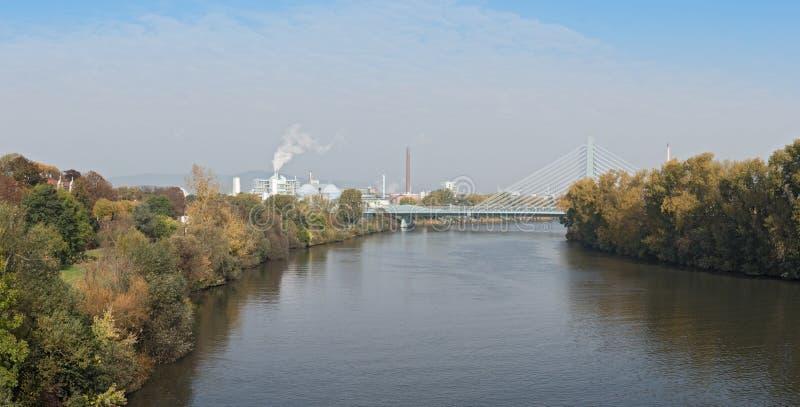 Panoramafabriksbyggnad i ett industriellt parkerar i Frankfurt-Hoechst, Tyskland fotografering för bildbyråer