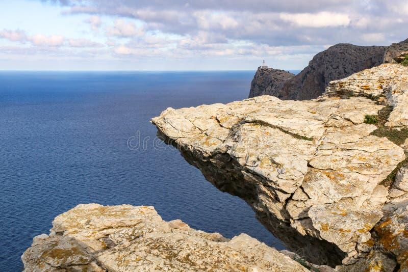 Panoramafelsenküste stockfoto