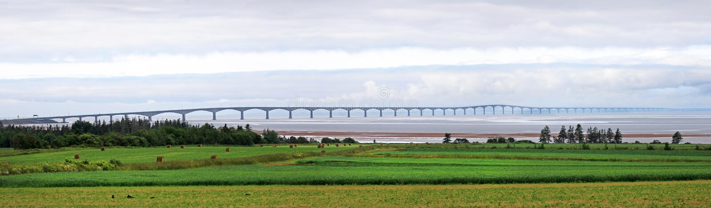 Panoramafoto av prinsen Edward Island Confederation Bridge, norrsida PEI Kanada fotografering för bildbyråer