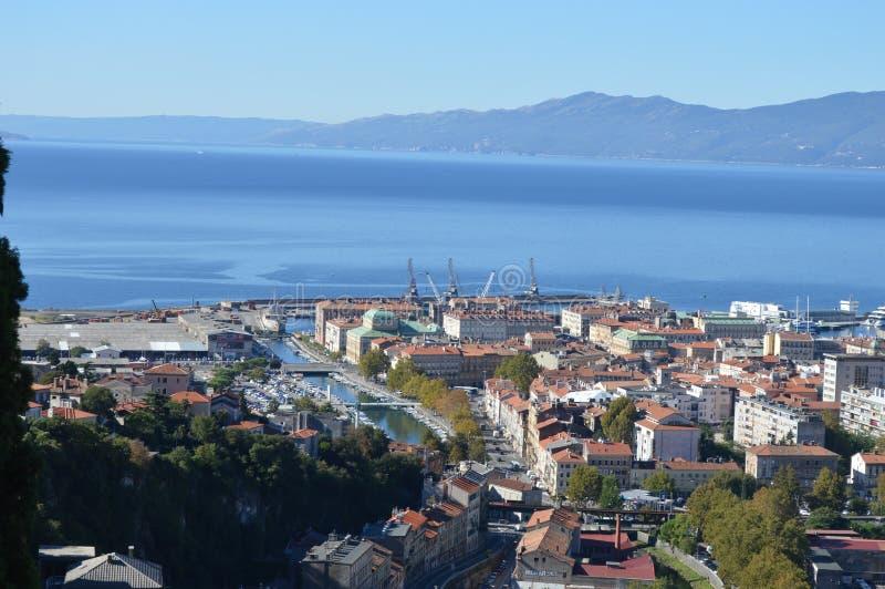Panoramafoto av Rijeka på en solig dag arkivfoto