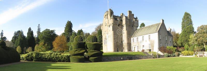 Panoramafoto des Crathes Schlosses stockbild