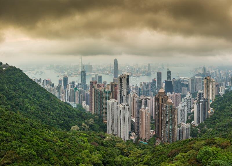 Panoramafoto van hallo de stadshorizon van resolutie dramatische Hong Kong stock fotografie