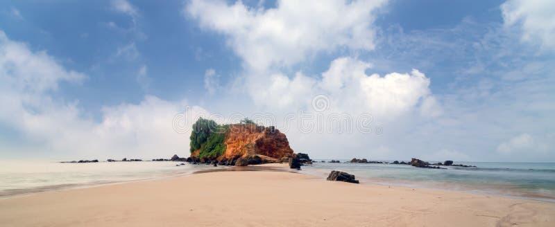 Panoramalagune des tropischen Strandes Mirissa lizenzfreie stockfotos