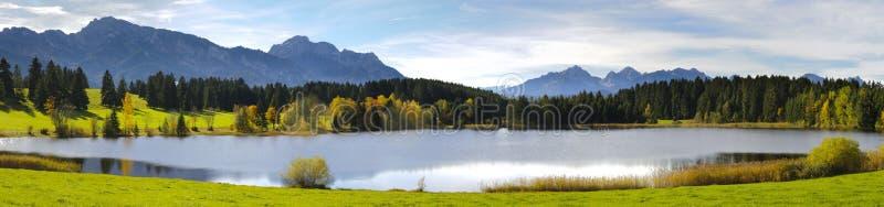 Download Panoramaliggande fotografering för bildbyråer. Bild av lakeside - 27286783