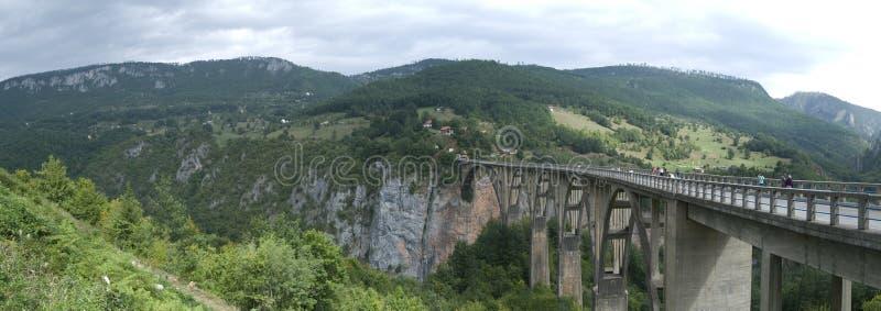Panoramamening over de beroemde brug in Montenegro stock fotografie