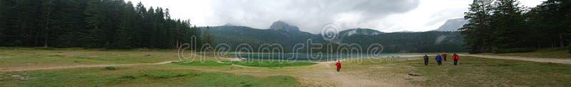 Panoramamening over het meer in bergen royalty-vrije stock foto