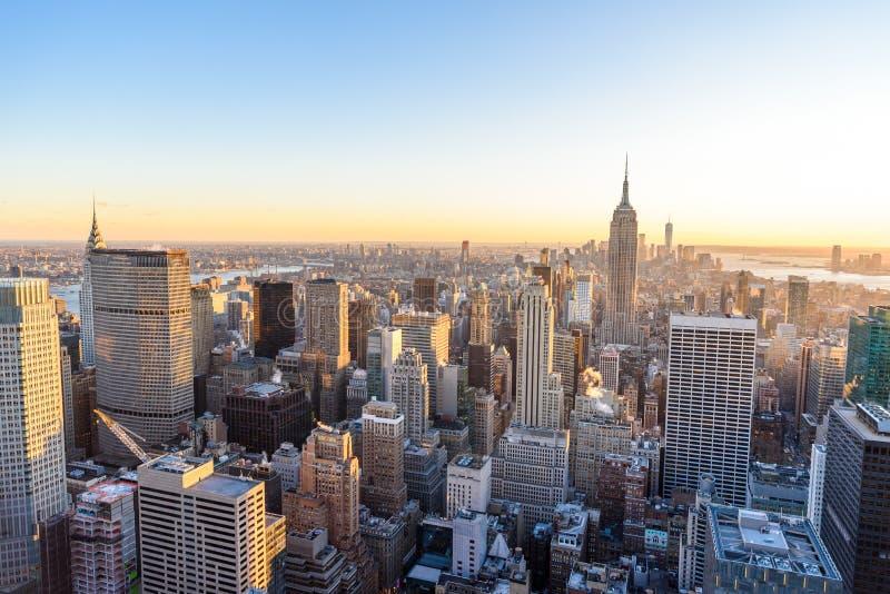 Panoramamening van de Uit het stadscentrum horizon van Manhattan met het Empire State Building van het Dek van de Rockefeller Cen stock foto's