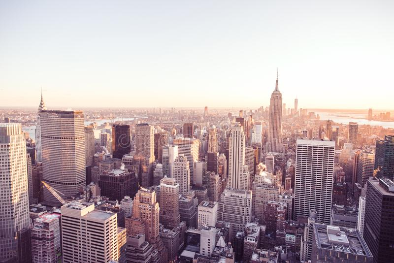 Panoramamening van de Uit het stadscentrum horizon van Manhattan met het Empire State Building van het Dek van de Rockefeller Cen stock afbeeldingen