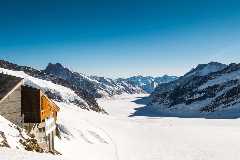 Panoramamening van Jungfrau-Bergketen in Zwitserland met Grote Aletsch-Gletsjer royalty-vrije stock foto