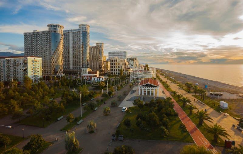 Panoramanachtstadt Batum lizenzfreie stockfotos