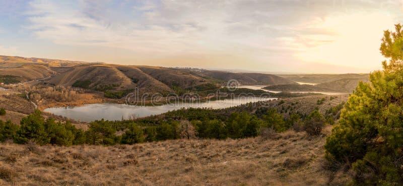Panoramasicht auf den Eymir-See bei Sonnenuntergang, Ankara, Türkei lizenzfreies stockfoto