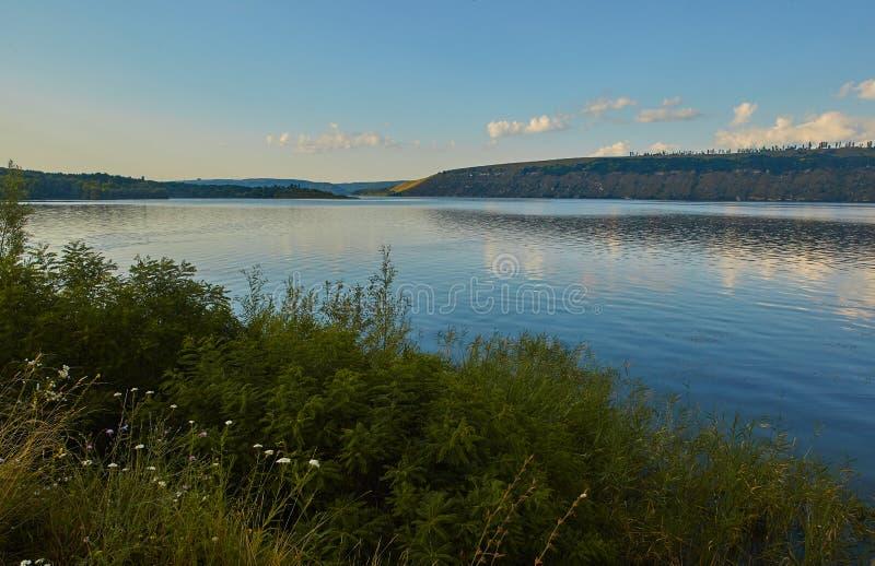 Panoramasicht auf den Fluss Dniester lizenzfreie stockbilder