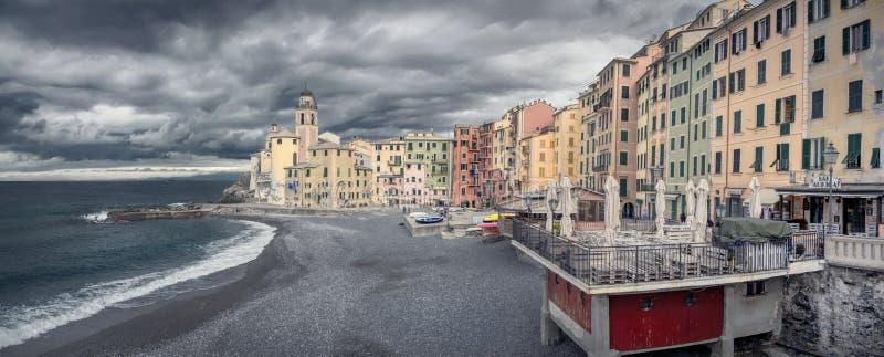 Panoramasicht auf die Küste von Camogli im Winter lizenzfreies stockfoto