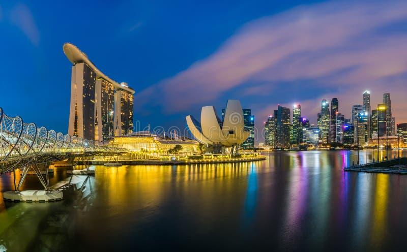 Panoramasicht auf die Skyline von Singapur und das Marina Bay Sand Hotel, eines der stockfotografie