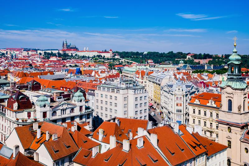 Panoramasicht auf die Stadt Prag stockfotografie