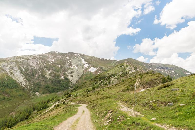 Panoramasikt över fjällängarna på Grosseck Speiereck, Österrike fotografering för bildbyråer