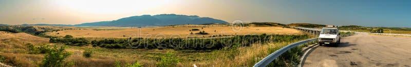 Panoramasikt av de Rila bergen arkivfoton