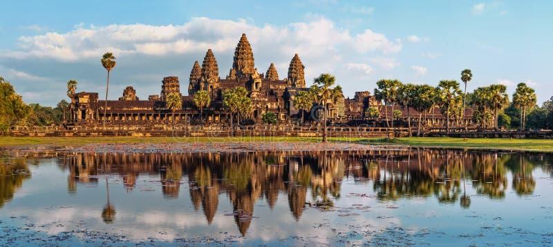 Panoramasikt av den Angkor Wat templet cambodia skördar siem arkivbild