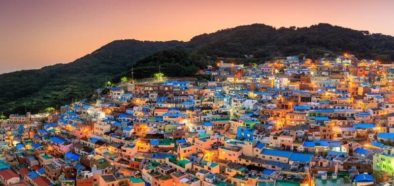 Panoramasikt av den Gamcheon kulturbyn som lokaliseras i den Busan staden royaltyfri foto