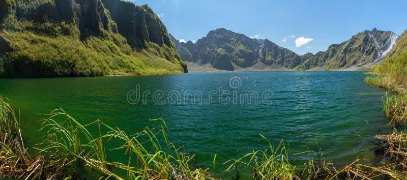 Panoramasikt av den Pinatubo krater arkivbild