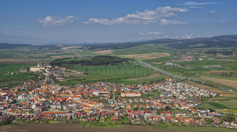 Panoramasikt av den Spisske Podhradie staden, Slovakien arkivfoto