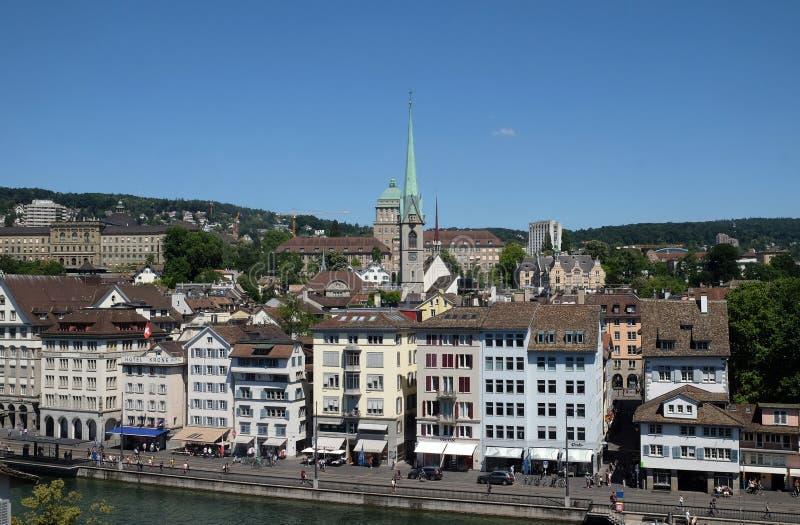 Panoramasikt av det historiska centret av Zurich royaltyfria foton