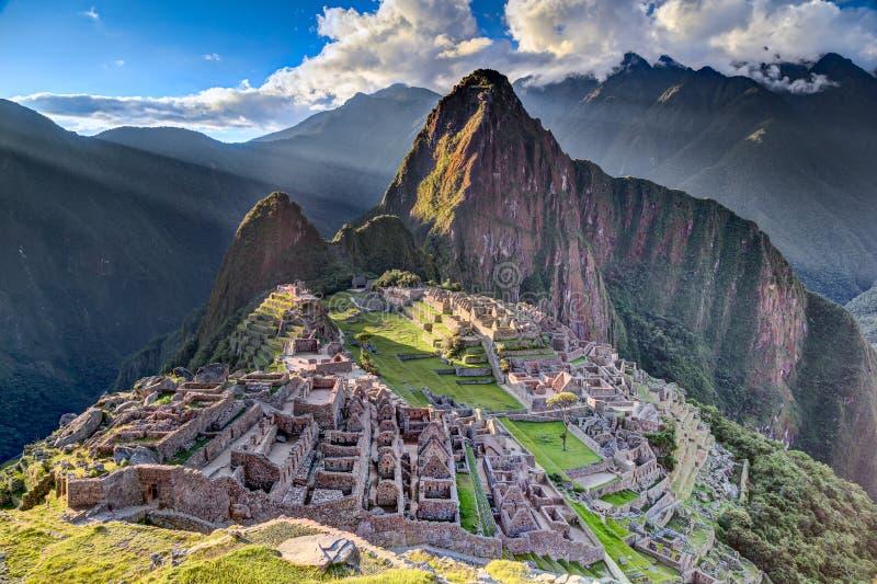 Panoramasikt av Machu Picchu den sakrala borttappade staden av Incas i Peru royaltyfri bild