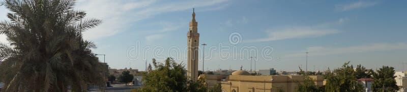 Panoramasikt av moskéminaret i Doha, Qatar arkivbild