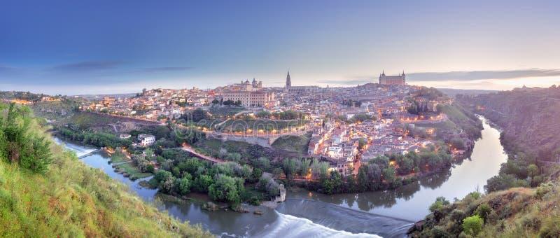 Panoramasikt av Toledo och Tagus River, Spanien arkivfoton