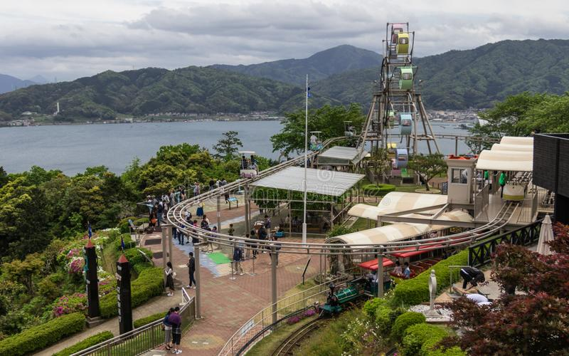 Panoramasikt på Amanohashidate siktsland med Ferris Wheel och aktiviteter Miyazu Japan, Asien arkivbilder
