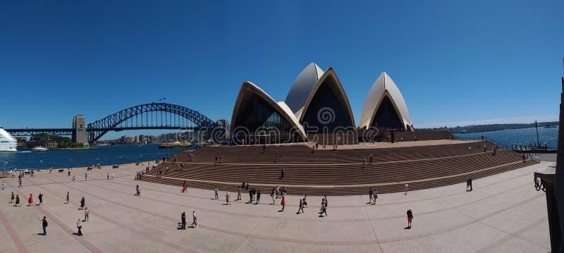 Panoramasikt på operahus- och hamnbron, Sydney, Australien och arkivfoto