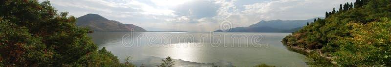 Panoramasikt på sjön i Montenegro royaltyfria foton