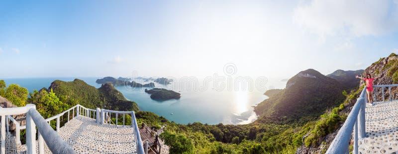 Panoramasoluppgång på Mu Ko Ang Thong royaltyfri foto