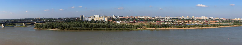 Panoramastadt von Omsk auf dem Irtysch. Russland. stockfoto