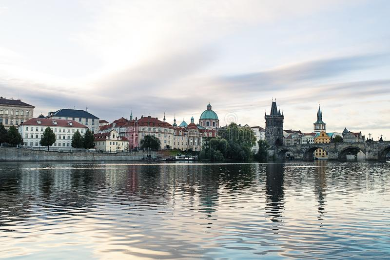 Panoramastadtskyline in Prag, Tschechische Republik lizenzfreie stockbilder