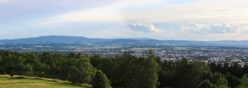 Panoramatic widok na mieście Ceske Budejovice od wzgórza zdjęcie stock