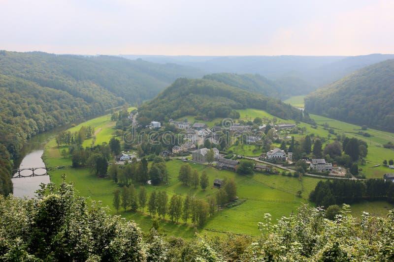 Panoramautsikt över by i belgaren Ardennes royaltyfri foto